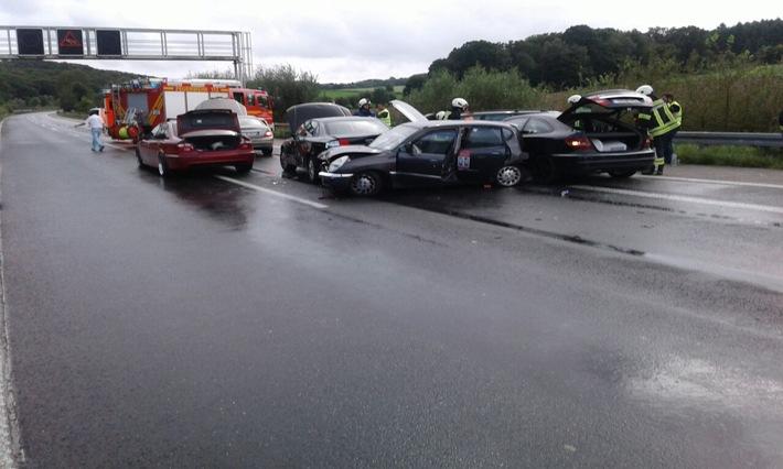 Bei einem der beiden Unfälle waren 6 Fahrzeuge beteiligt.