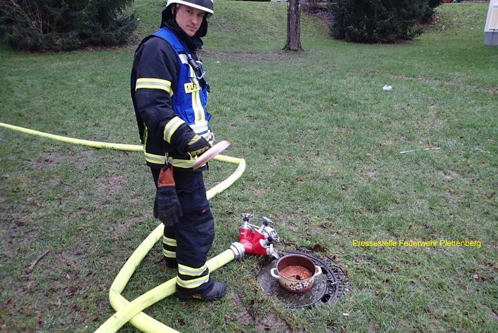 FW-PL: Zimmerbrand entpuppte sich als brennendes Essen auf Herd in Plettenberg OT Kersmecke