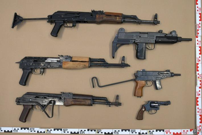 POL-D: Nach Polizeieinsatz in Flingern und Oberbilk: Neun Männer vorläufig festgenommen - Waffen sichergestellt - Ermittlungen, auch im Ausland, dauern an