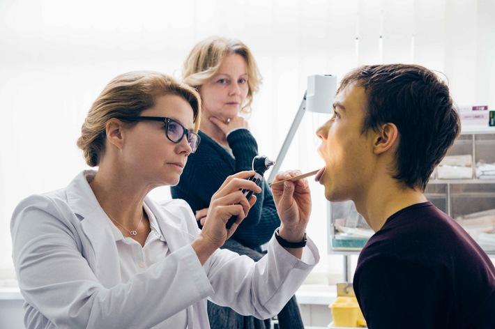 """Annette Frier kämpft für das Leben: Das SAT.1-Drama """"Zwei Leben. Eine Hoffnung."""" im Rahmen des Thementags zur """"Organspende"""" am 8. März 2016, um 20:15 Uhr"""