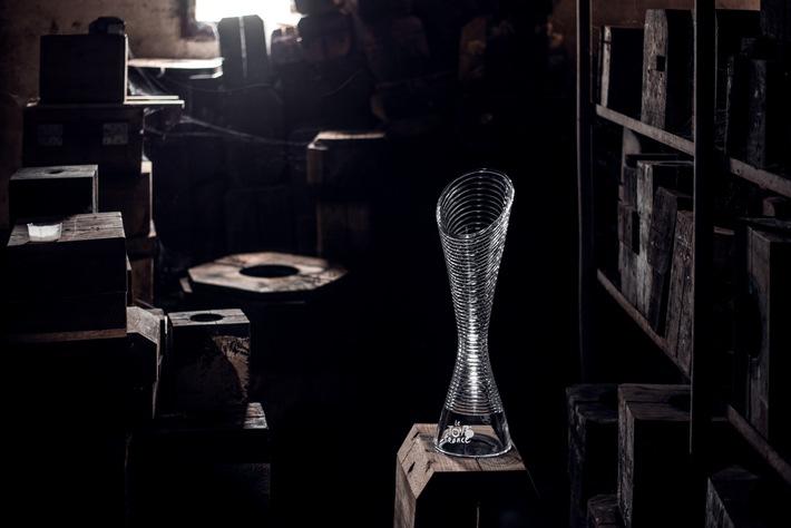 SKODA designt Glastrophäen für die Sieger der Tour de France