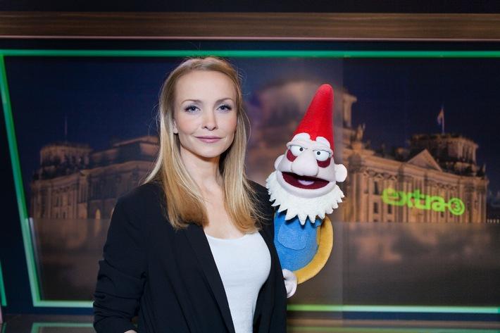 """""""Der reale Irrsinn XXL"""": Janin Reinhardt präsentiert Realsatire zusammen mit sprechendem Gartenzwerg"""