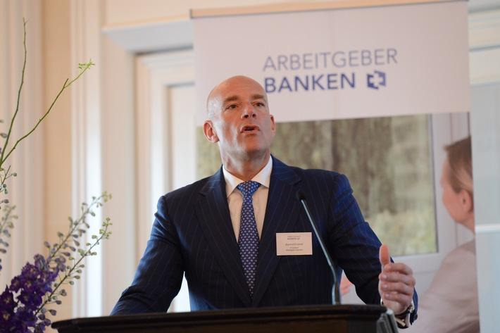 «Les banques en Suisse: la pénurie de main-d'oeuvre qualifiée s'accroît»