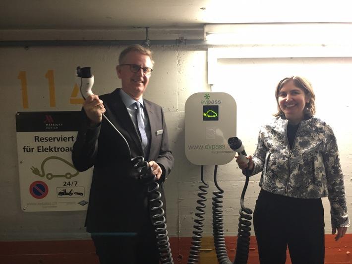 Die E-Mobilität rollt: SAK installiert vier Ladestationen beim  Zürich Marriott Hotel