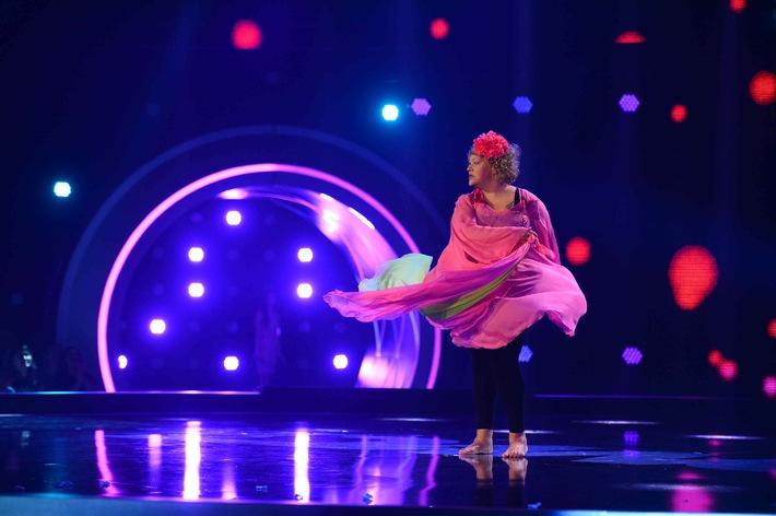 """""""Atemlos""""! Cindy aus Marzahn tanzt wie Helene Fischer in """"Schwarz Rot Pink"""" am Freitag, um 22:30 Uhr in SAT.1"""