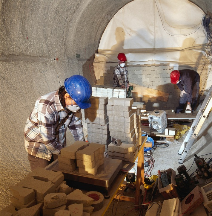 Neue Forschungsprojekte der Nagra im Felslabor Grimsel - Kabellose Überwachung künftiger Tiefenlager im Test