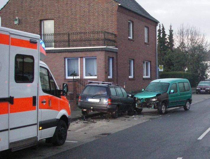 POL-DN: Aus voller Fahrt gegen geparkten Pkw