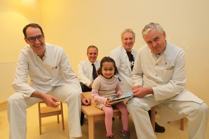 Asklepios Klinik Nord - Heidberg: Hilfe für ein afghanisches Mädchen aus Kabul / Nach sechsstündiger OP kann Oranoos wieder sehen