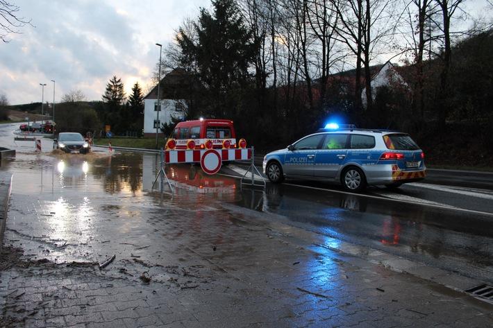 POL-PDKL: Verkehrsbehinderungen nach Starkregen