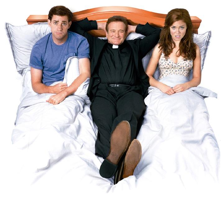"""Der Schrecken im Priestergewand: Robin Williams in """"Lizenz zum Heiraten"""" in Sat.1"""