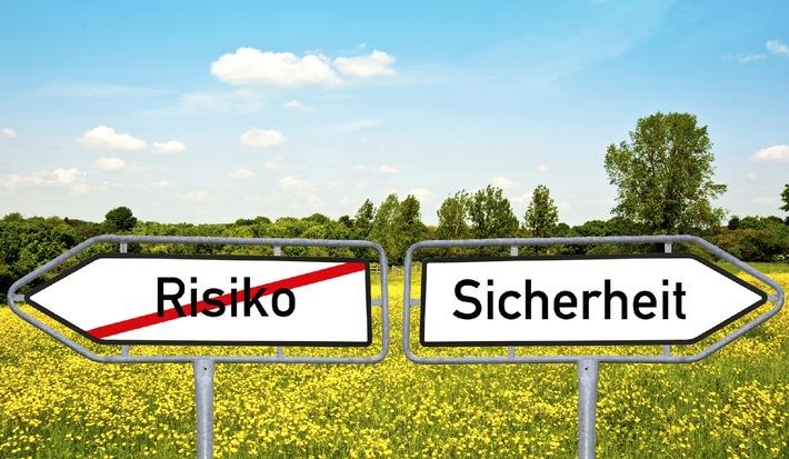 """forsa-Studie """"Arbeit, Familie, Rente - was den Deutschen Sicherheit gibt"""": Sicherheit geht vor: 87 Prozent der Deutschen setzen bei der Altersvorsorge vor allem auf Garantien"""