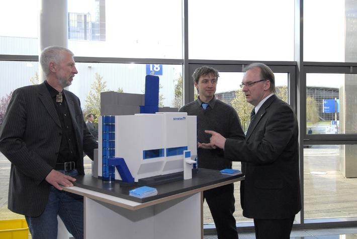 """Wirtschaftsminister Haseloff auf der Hannover Messe 2008: """"Die sachsen-anhaltische Designwirtschaft hat sehr gute Entwicklungschancen"""""""