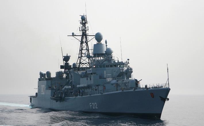 """Deutsche Marine - Pressemeldung/ Pressetermine: Neue Kommandanten auf Fregatte """"Bremen"""" und Fregatte """"Karlsruhe"""""""