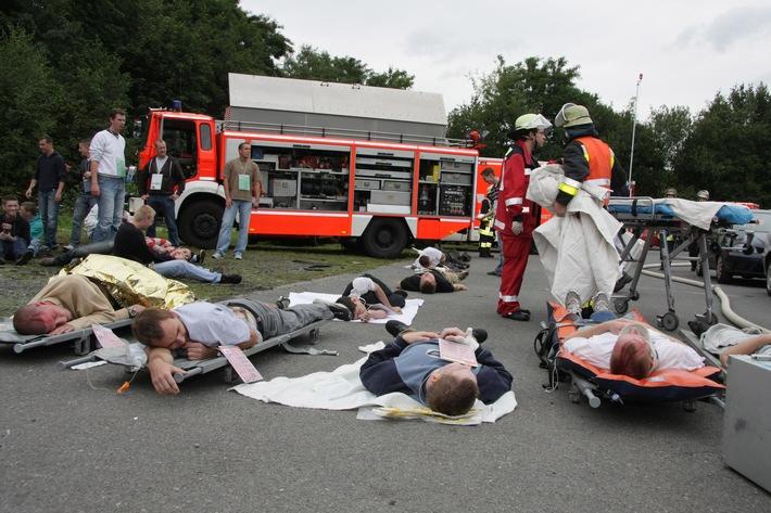 FW-E: Verkehrsunfall mit Linienbus, groß angelegte Übung in Essen-Bergeborbeck