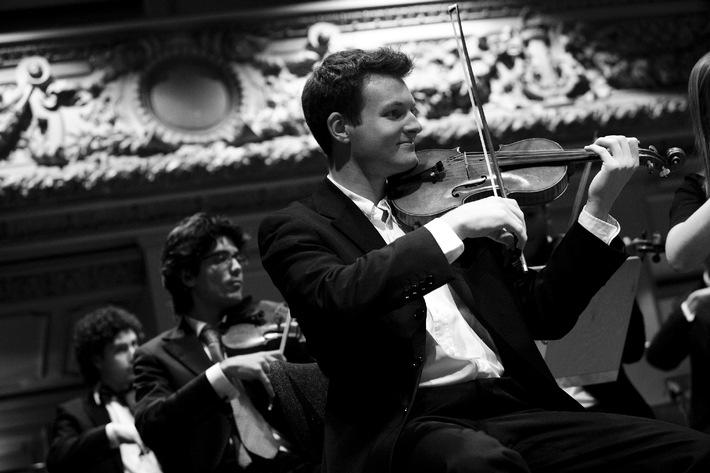 Schweizer Jugend-Sinfonie-Orchester auf Herbsttournee / Das SJSO ist diesen Herbst mit dem Accroche-Choeur aus Fribourg unterwegs und führt das deutsche Requiem von Johannes Brahms auf
