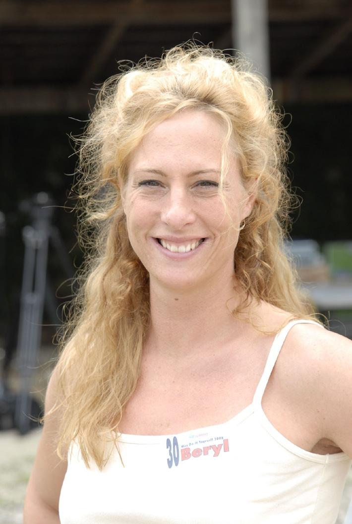 Jumbo-Markt SA: Les 6 finalistes pour l'élection de Miss DIY 2006 sont désignées!