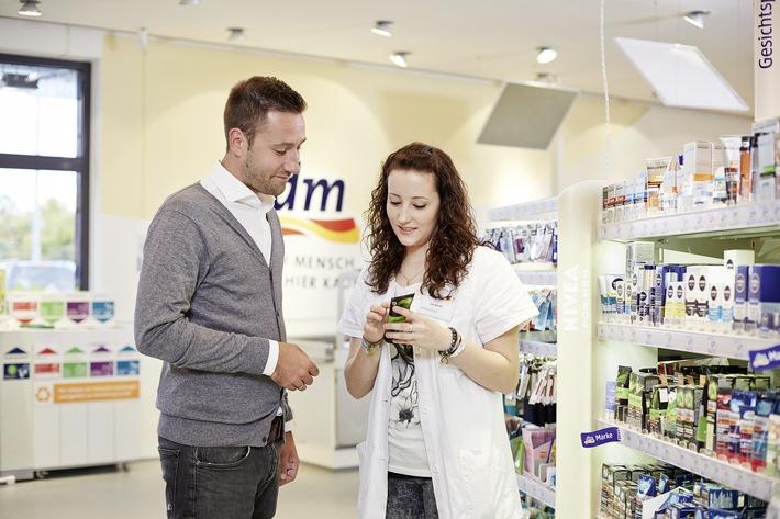 dm ist Deutschlands beliebtester Händler zum dritten Mal in Folge / Service und Einkaufserlebnis für Kunden immer bedeutsamer /  Aktuelle Studie von OC&C