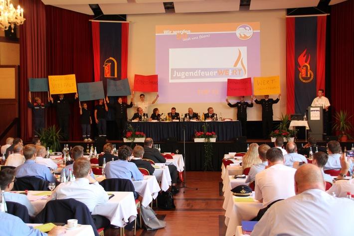 Deutsche und Hessische Jugendfeuerwehr feiern ihre 50. Geburtstage / Die Deutsche Jugendfeuerwehr verabschiedet zum Jubiläum ihre Werte