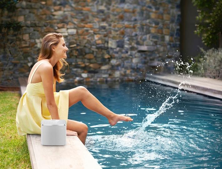 Perfekter Sound für drinnen und draußen / Ob Küche, Bad, Pool oder Garten: Der wasserdichte Wireless Speaker ALL05 von Panasonic sorgt überall für beste Laune