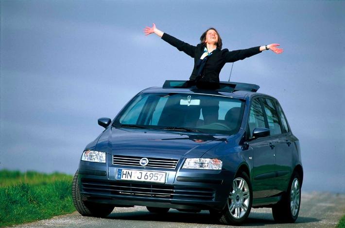 """Do-it-yourself statt männliche Hilfe / Frauen machen mobil - Gemeinschaftsaktion """"Frau und Auto"""" startet zum zehnten Mal"""