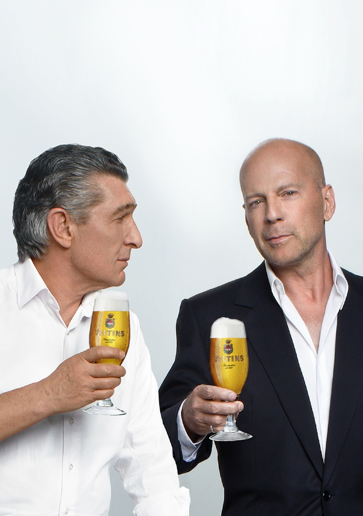 Neuer Veltins-Commercial geht on air: Rudi Assauer und Bruce Willis als Duo im neuen TV-Spot