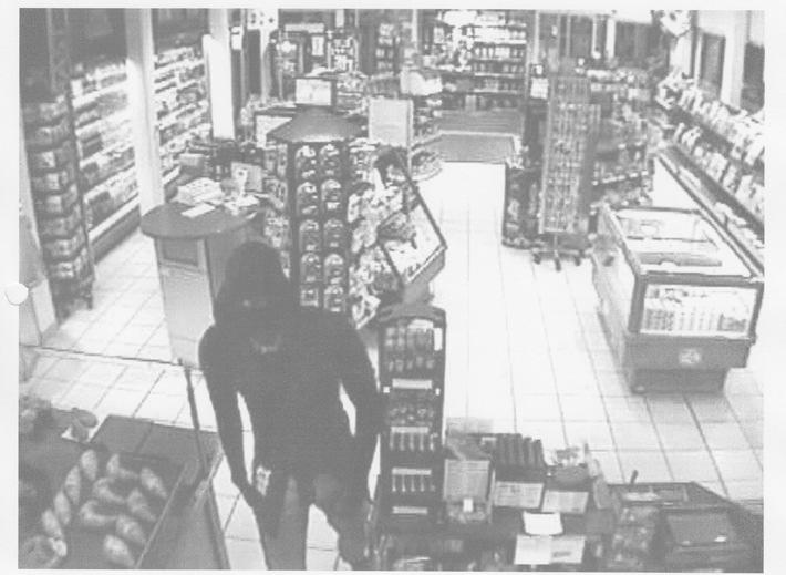 POL-SE: A7/Raststätte Holmoor/ Pinneberg: Kriminalpolizei Pinneberg veröffentlicht Bilder eines Tankstellenräubers - Hinweise erbeten