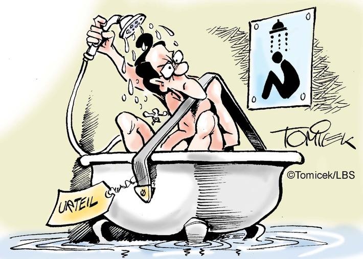 Duschen im Sitzen / Bauliche Gegebenheit des Bades kann notfalls dazu zwingen