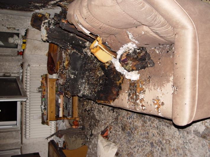 FW-E: Wohungsbrand in Steele mit einer schwer verletzten Person