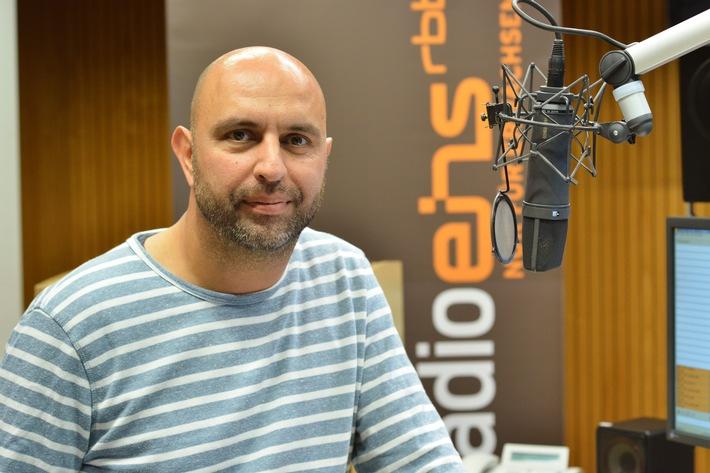 """Neu auf Radioeins vom rbb: """"Die Blaue Stunde"""" mit Serdar Somuncu -  Erste Sendung am 11. September, 16 bis 18 Uhr"""