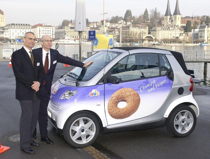 A Lucerne, Franz Steinegger et Miss Suisse 2000 ont donné le coup d'envoi du HUG CHARITY TOUR