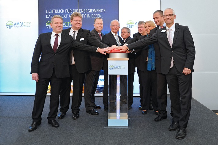 Weltpremiere in Essen: RWE integriert erstmalig Supraleiterkabel in Stromnetz / Konzern testet mit Partnern innerstädtische Stromversorgung der Zukunft / Ministerpräsidentin Kraft: Hohe Bedeutung für NRW