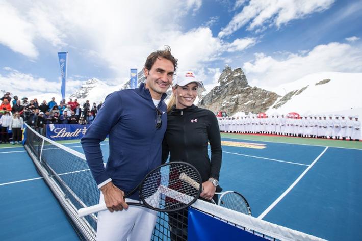 """Roger Federer eröffnet LINDT SWISS CHOCOLATE HEAVEN auf dem Jungfraujoch """"Top of Europe"""" und tritt in einem Tennis-Showmatch gegen Skirennstar Lindsey Vonn an"""