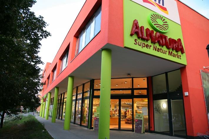 Alnatura auf nachhaltigem Wachstumskurs / Bester Umsatz der Unternehmensgeschichte / Weltweit größtes Hochregallager aus Holz / Weitere Expansion in der Schweiz