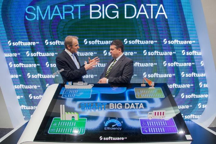 CeBIT 2014: Wirtschaftsminister Sigmar Gabriel besucht den Stand der Software AG