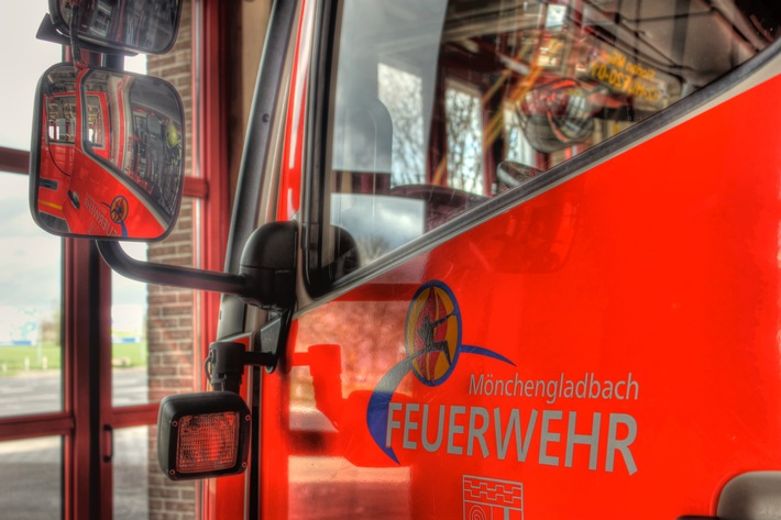 FW-MG: Leerrohr beim Verlegen eines Glasfaserkabels geplatzt.