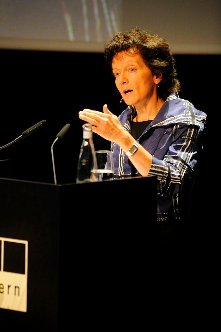 Anwaltskongress 2009 - Medienpreis für Journalisten auf der Suche nach Recht und Gerechtigkeit. Referat zur Strafrechtsreform von Bundesrätin Eveline Widmer-Schlumpf