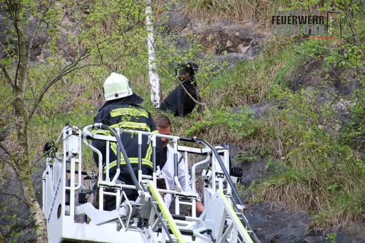 FW-MK: Hund aus Steinwand gerettet