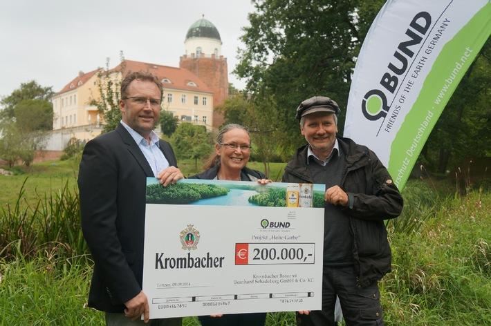 """Gute Aussichten für Auenlebensraum an der Elbe - Krombacher übergibt Spende in Höhe von 200.000 EUR für das Projekt """"Lebendige Auen für die Elbe"""" des BUND"""