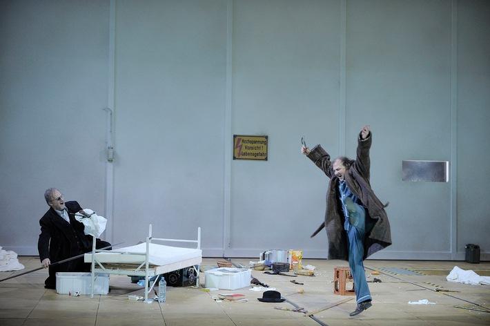 »Wagner-Wahn« an der Staatsoper Hamburg: Zum Jubiläumsjahr 2013 dirigiert Simone Young alle zehn Hauptwerke Richard Wagners innerhalb von drei Wochen