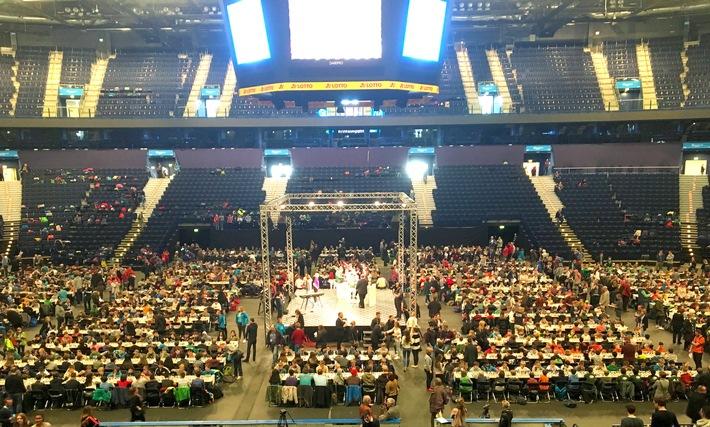 """Hamburg holt Weltrekord mit Schulschachturnier, und wird in der Barclaycard Arena offiziell vom """"Rekord-Institut für Deutschland"""" zertifiziert"""