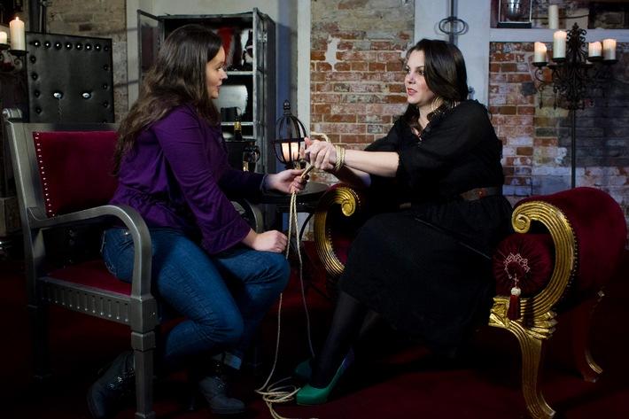 """""""Paula kommt!"""" - wieder: sixx zeigt die neue Staffel des Sex-Talks mit Erotik-Expertin Paula Lambert ab Montag, 28. April 2014, um 22.15 Uhr"""