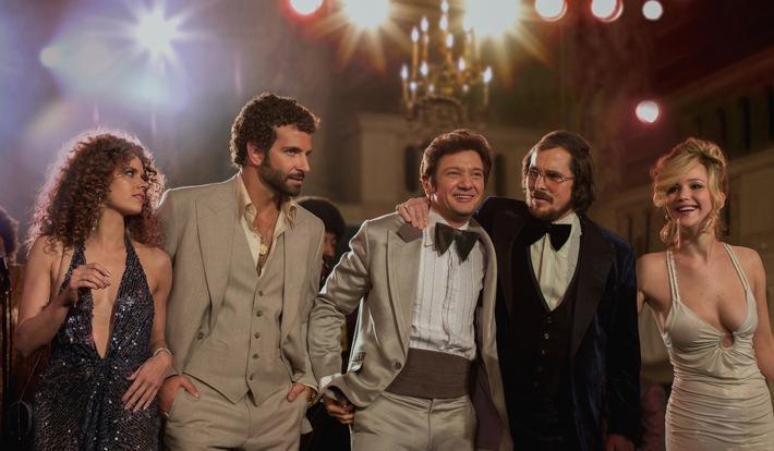 """Schlitzohren in Schlaghosen: """"American Hustle"""" mit Bradley Cooper und Jennifer Lawrence am 24. Juli 2016 auf ProSieben"""