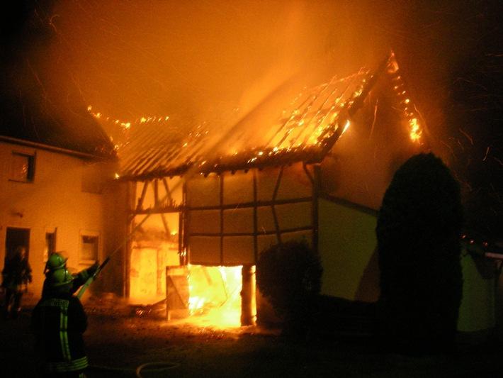 POL-DN: 07101603Scheunenbrand griff auf Wohnhaus über