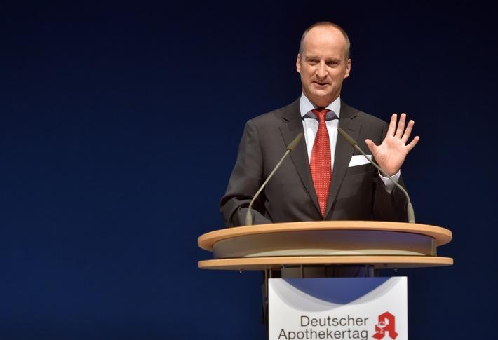 ABDA-Präsident Schmidt fordert Apothekerschaft auf, Patienten Orientierung zu geben / Deutscher Apothekertag
