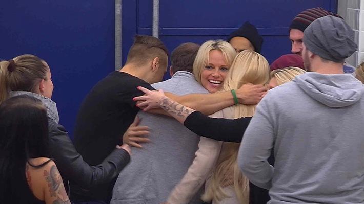"""Wer gewinnt """"Big Brother"""" und 100.000 Euro? sixx zeigt das große Finale mit Jochen Bendel am Dienstag, 22. Dezember 2015, um 20:15 Uhr live aus Köln"""