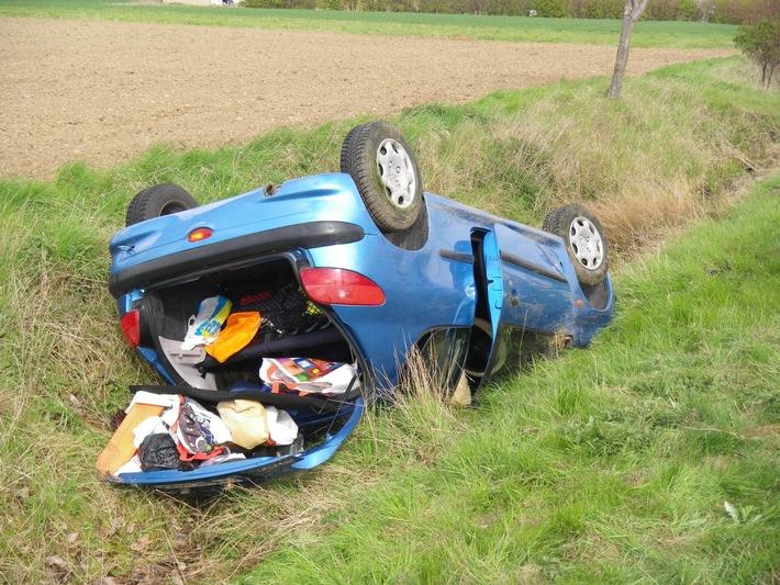 POL-DN: Auto aufs Dach gelegt