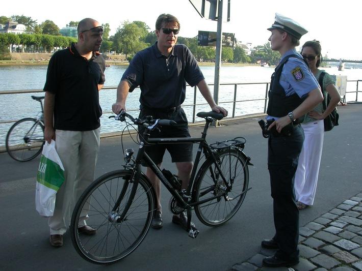 """POL-F: 090811 - 1006 Frankfurt: Verkehrssicherheitswoche unter dem Motto """"Fahrrad"""" abgeschlossen; Bild beachten!!"""
