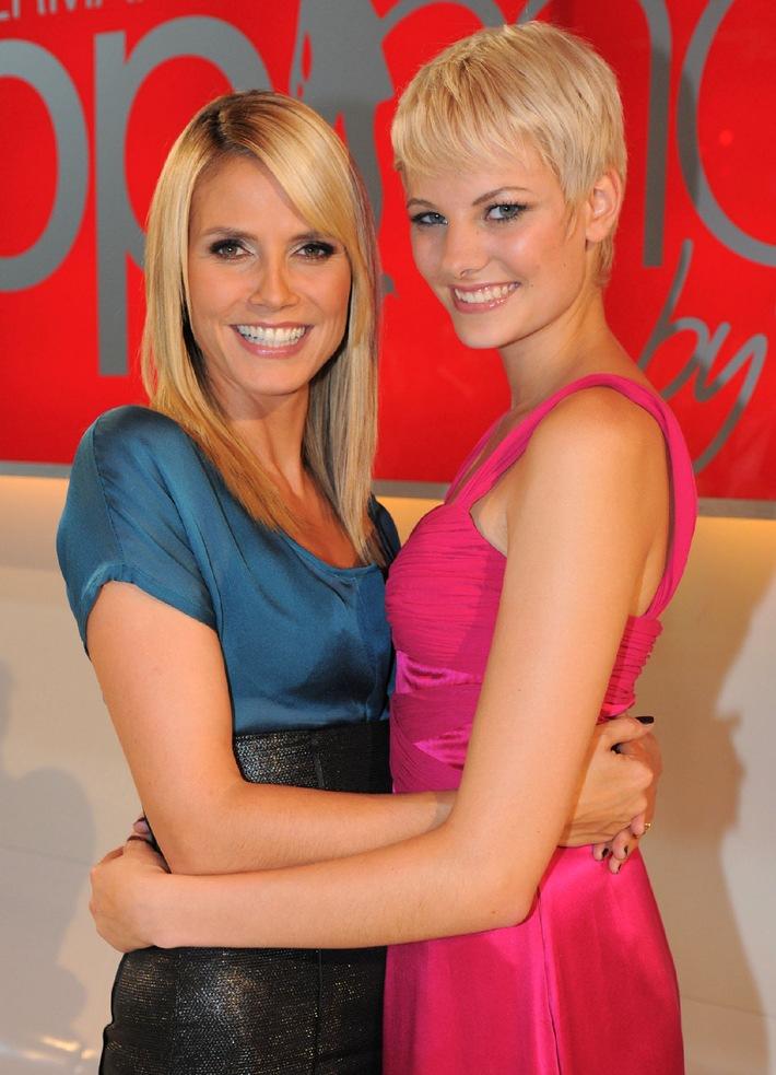 """Beine bis in den Himmel! Heidi Klum kürt Jenny (17) zu """"Germany's next Topmodel"""" 2008"""