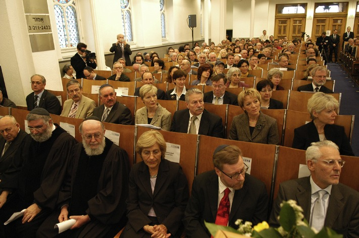 Fête d'inauguration du Conseil d'Etat et du Conseil administratif le 8 mai 2006 dans la synagogue de la Israelitische Cultusgemeinde Zürich ICZ