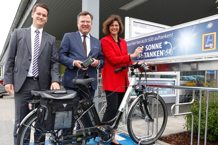 """""""Sonne tanken"""" in Bayern: ALDI SÜD Ladestationen nun auch in München eröffnet"""